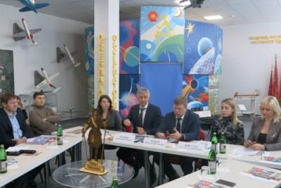 Предприниматели Петровска, руководство района и куратор моногородов Саратовской области Андрей Баранов обсудили новые меры поддержки, которые предлагает Фонд развития моногородов